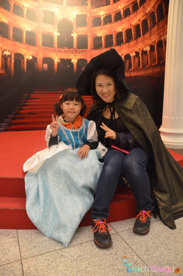 Kids wearing the costume of opera at Daegu opera house