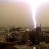 Vídeo.- Un potente rayo golpeó un tren de pasajeros en Japón
