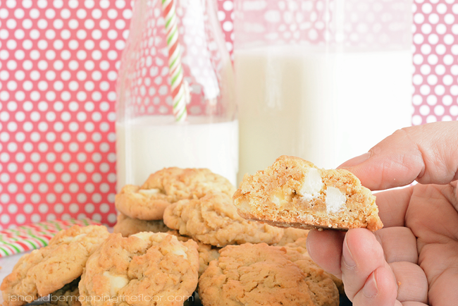 Life Cereal Cookies: a fun spin on a classic cookie. The cereal adds an AMAZING texture!