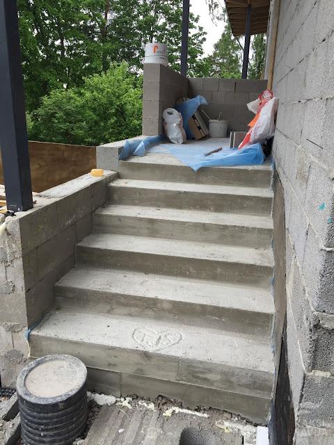 Kaksi Savua - betoniportaat