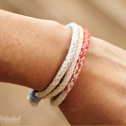 How to Make Ombre Kumihimo Yarn Bracelets