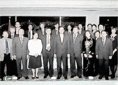 Thủ tướng Nguyễn Tấn Dũng cùng các cán bộ, nhân viên Đại sứ quán Việt Nam tại Nhật Bản