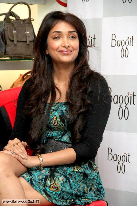 Jiah+khan+-+BollywoodGo+(2)