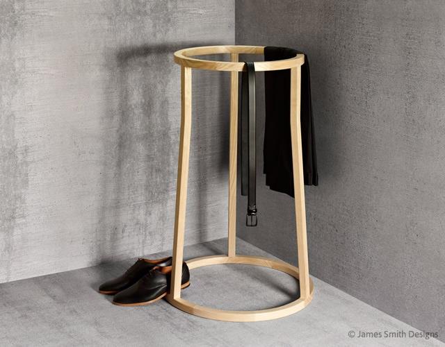 Uma clothes stand