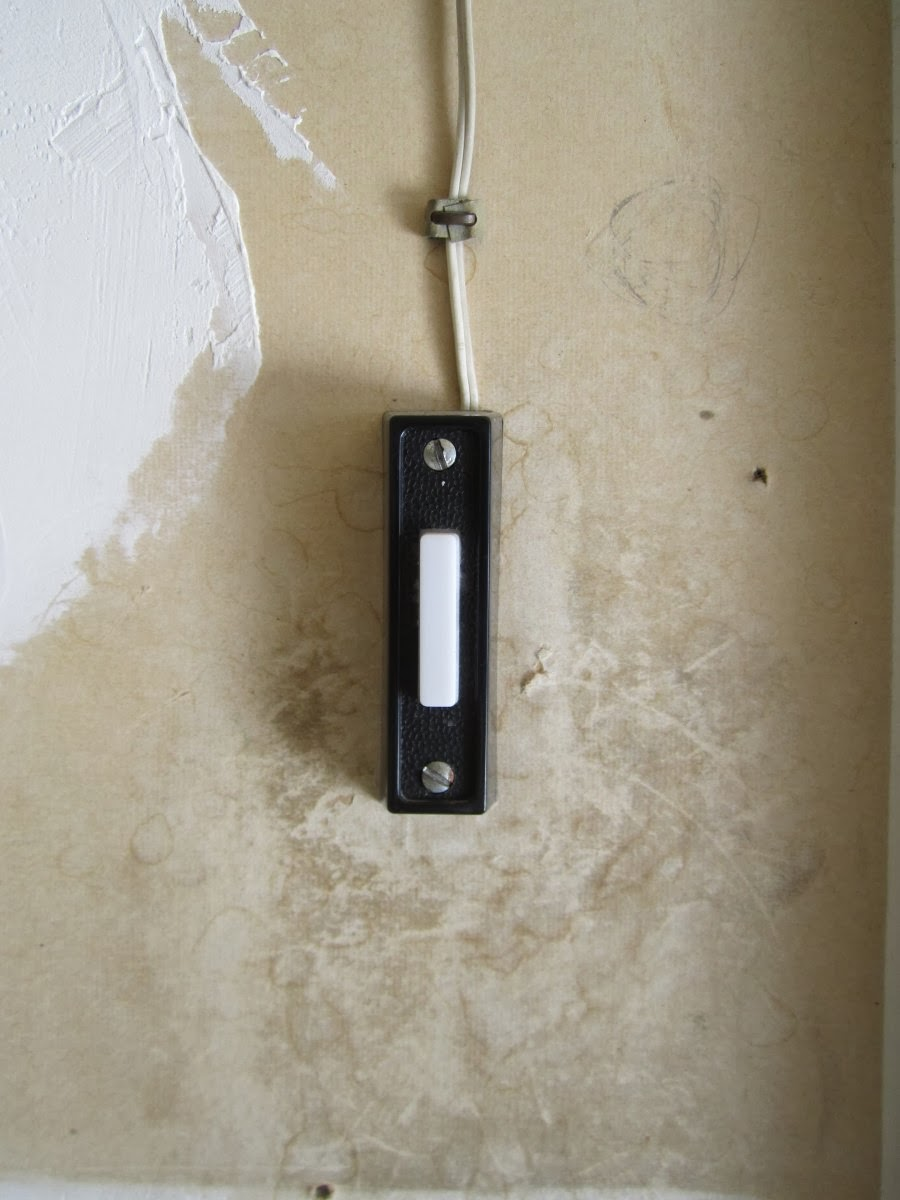 how to re hook up garage door If you are in need of getting out of your garage door during a power outage,  the door must be completely closed in order to re-connect the garage door opener to.