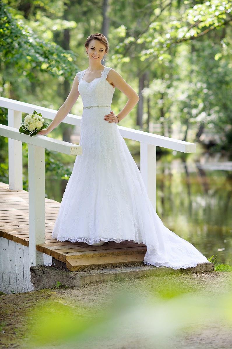 ilga vestuvinė suknelė