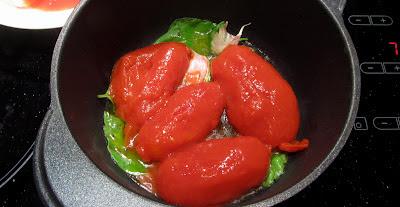 conserva di pomodori interi senza buccia