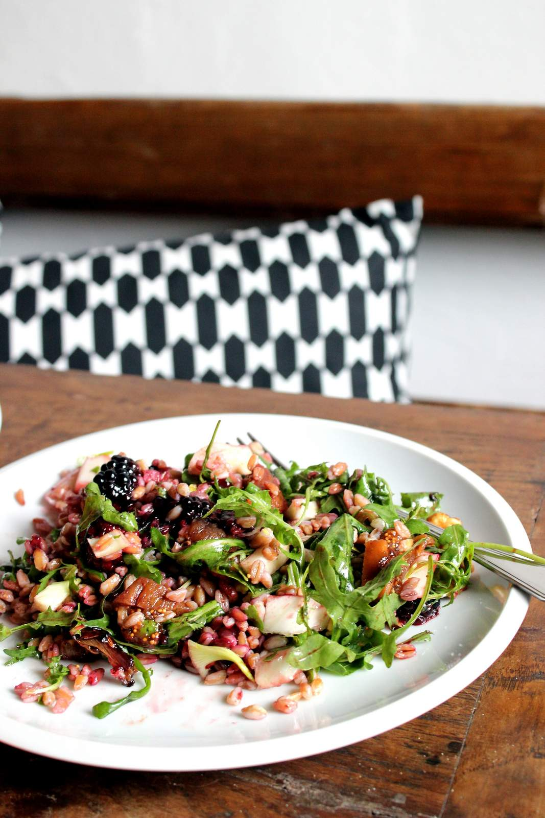 Vegan gluten free salad Farro salad with blackberry, fig, fennel and balsamico