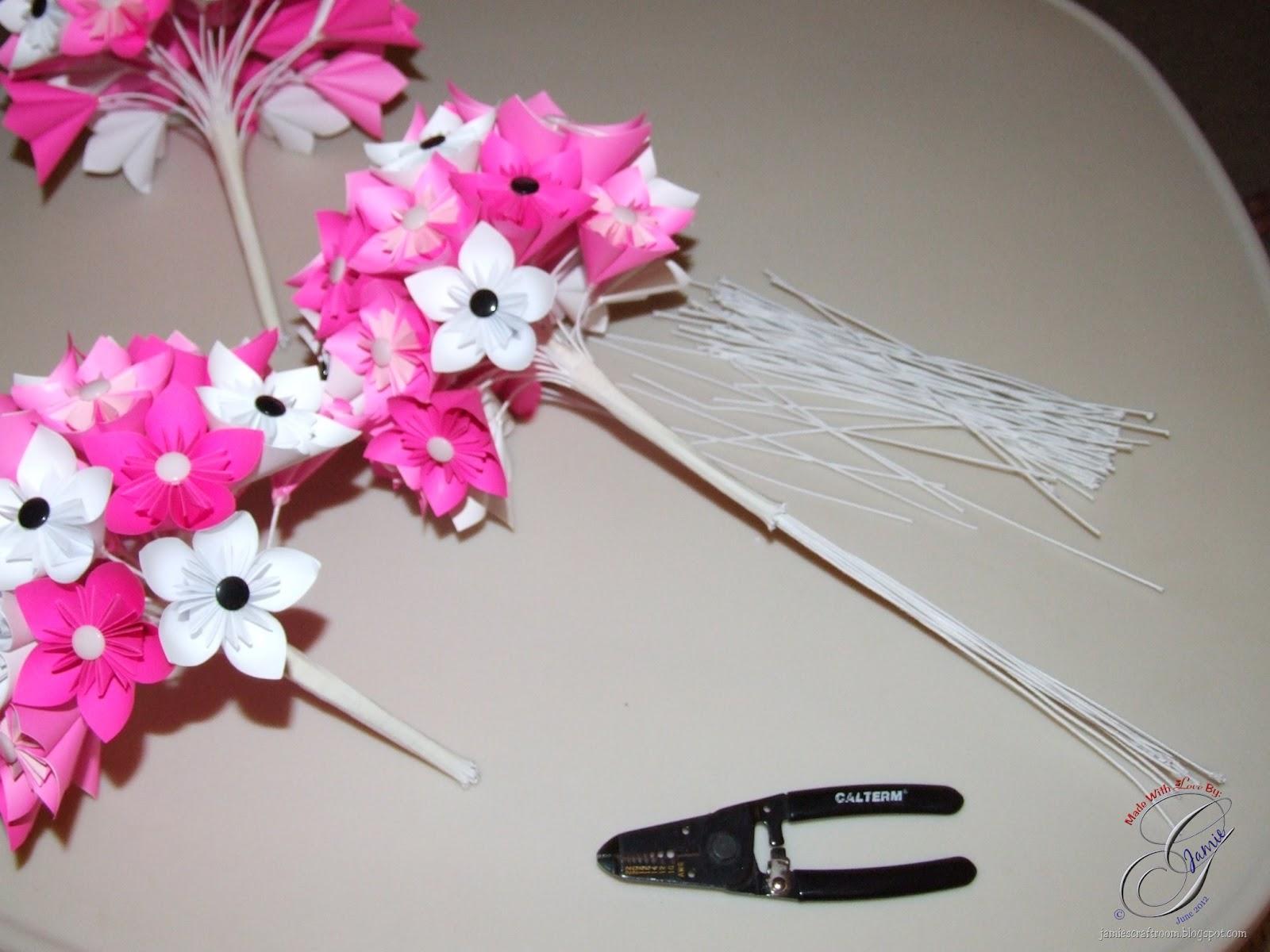 Jamie\'s Craft Room: Decorating a Bridal Kusudama Bouquet