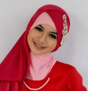 Hijab Paris Segitiga Terbaru Ala Alyssa Soebandodno Terbaru