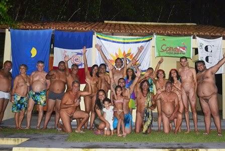 Festas com sexo explícito são marcadas em praia naturista