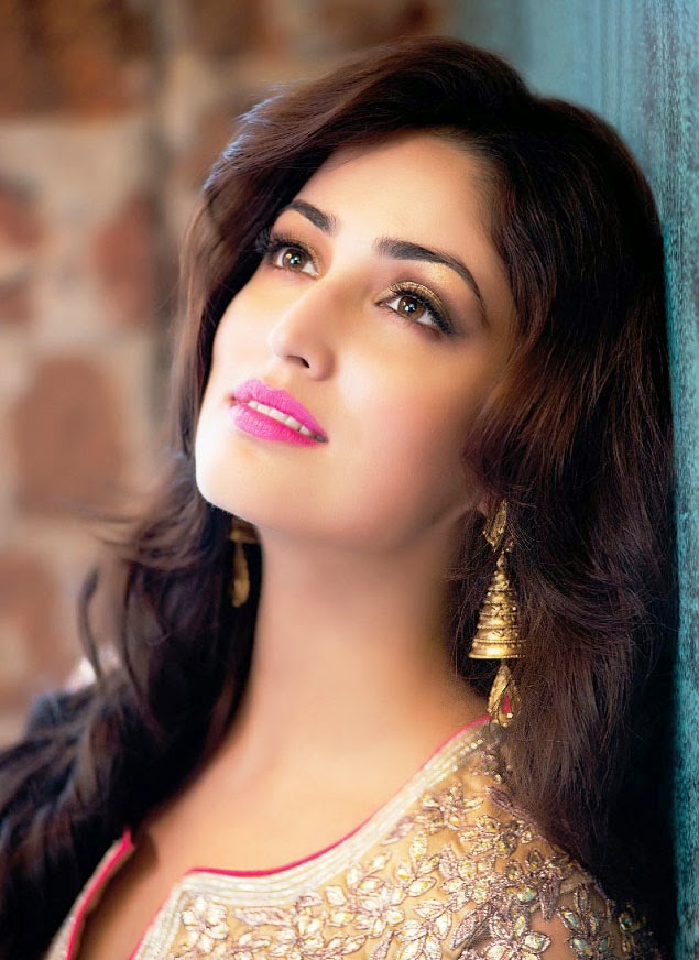yami-gautam-wearing-golden-earrings-in-femina-magazine