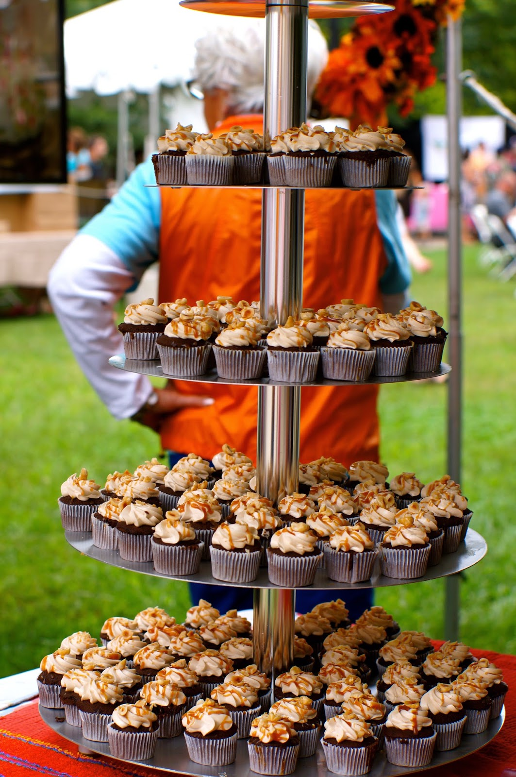 Old City Buskers, Cupcakes in the Park, Market Square Farmers Market, Krutch Park, Helen McNabb, Gigi's Southern Comfort Cupcake,
