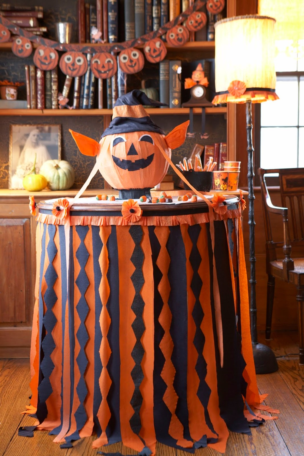 Karin lidbeck crepe paper halloween back to basics - Decoration de table halloween ...