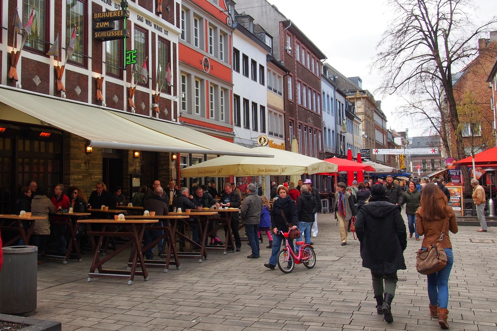 Where is FatBoy ?: Dusseldorf : Altstadt, the old quarter