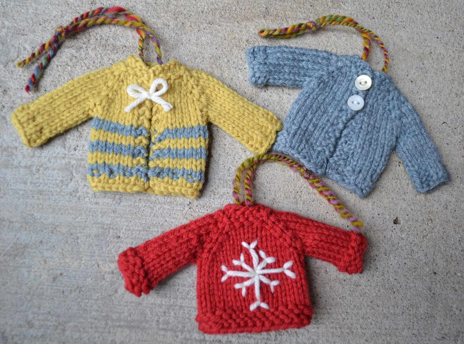 Knit Pattern Sweater Ornament : Susan B. Anderson: Tiny Top-Down Pullover Sweater and ...
