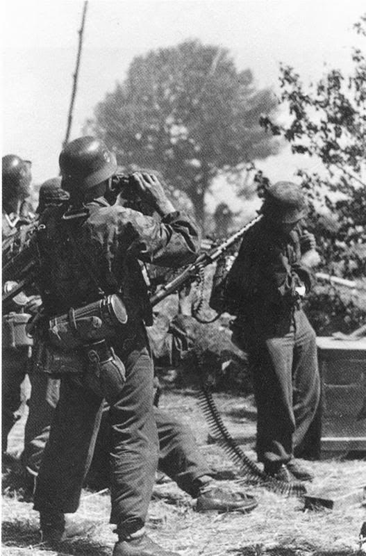 Waffen SS used MG42 to shoot at enemy aircraft