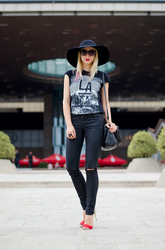 H&M hat LA t-shirt ripped black jeans