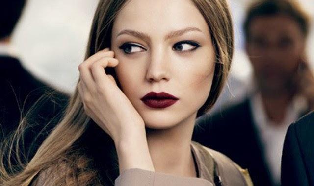 Burgunder Lippenstift Mode