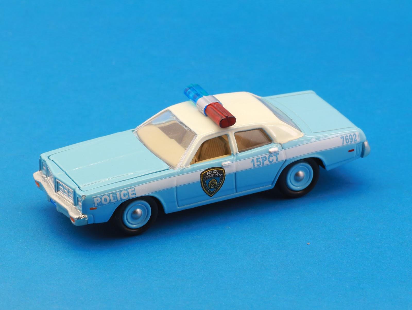 Incredible mini garage dodge monaco 1977 ny police 1 64 for Garage mini monaco