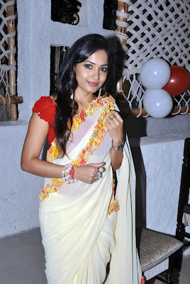 divine and superb exotic Madhavi latha sexy in transparent saree