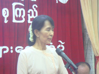 >NLD Youth met with Suu in Rangoon HQ