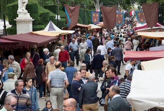 imagen_burgos_cid_medieval_cidiano_mercado_publico_paseo_espolon_banderas_blasones