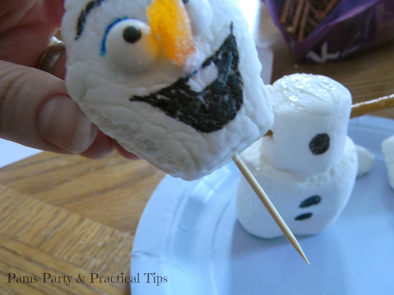 How to make Olaf the Snowman with marshmallows
