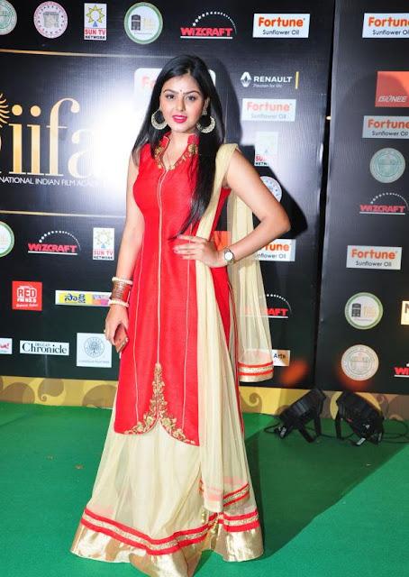 Monal Gajjar Photos at IIFA Utsavam Awards 2016