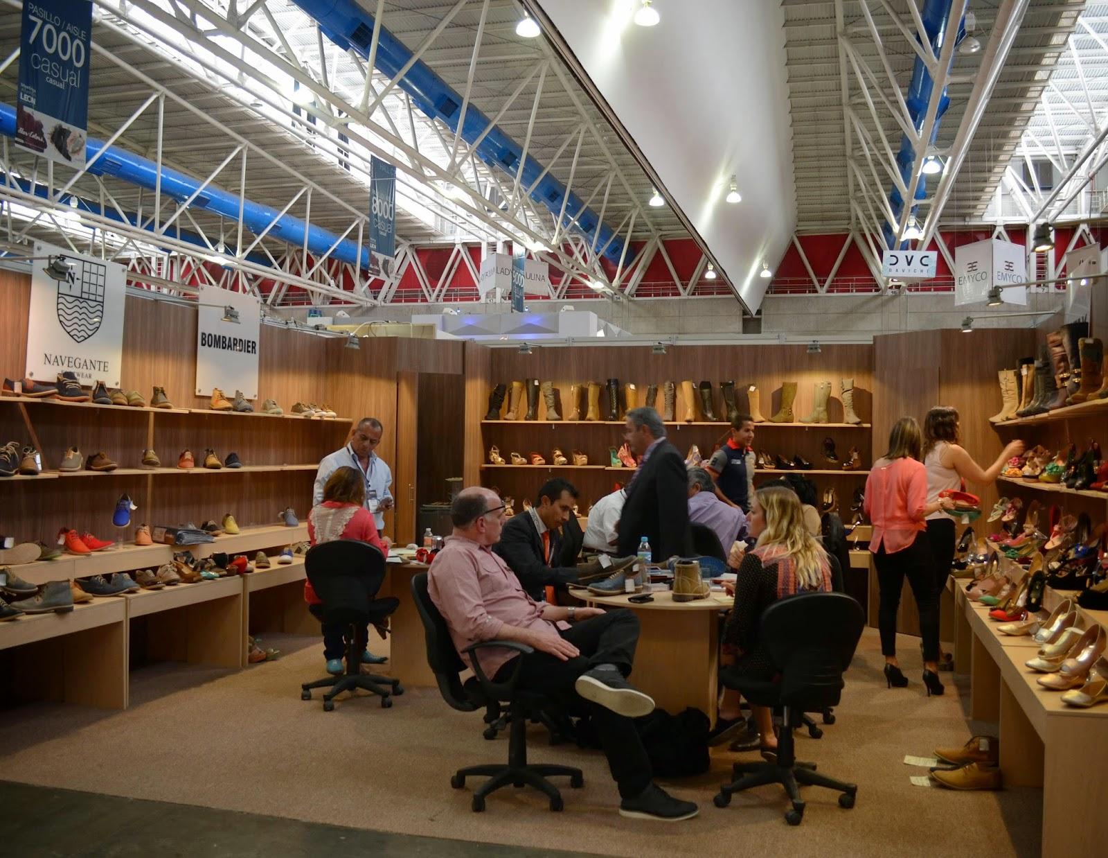 sapica, compradores, calzado mexicano, exposición, poliforum, stands.