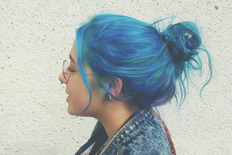 Coloration bleu cheveux brun