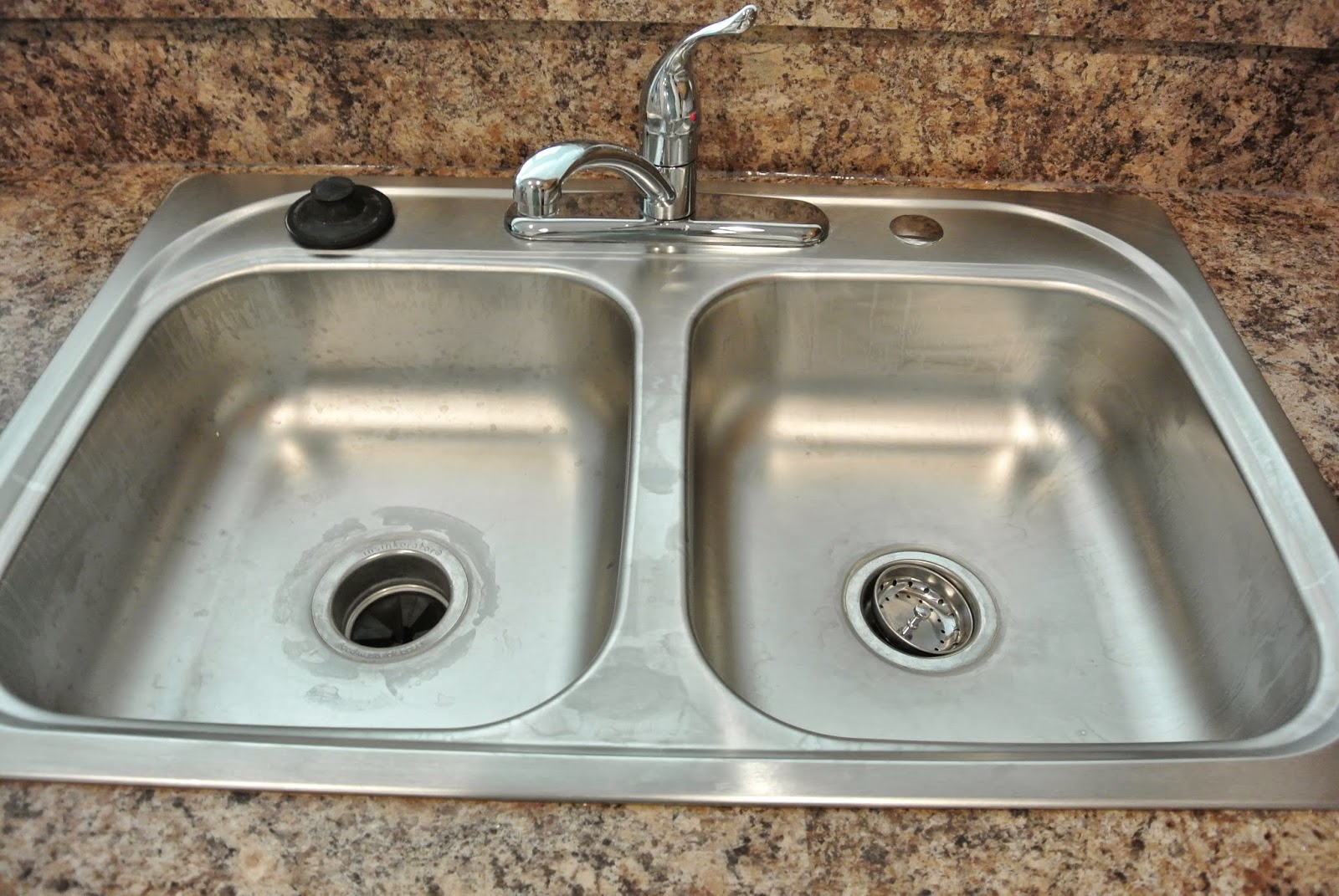 A picture of the kitchen sink.