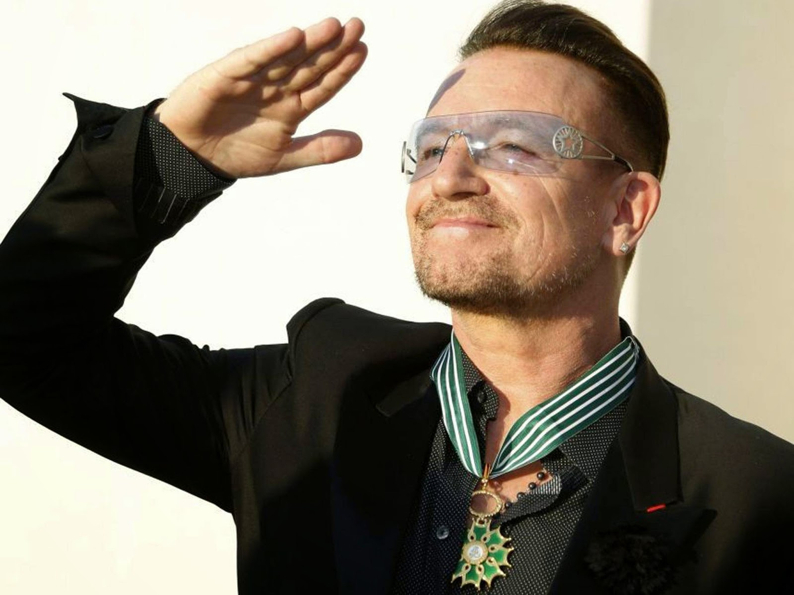 "<img src=""http://2.bp.blogspot.com/-kqCb9x89Xw4/U9_v8G6KydI/AAAAAAAAAcc/DJOca9tv3ak/s1600/bono-.jpg"" alt=""Richest Musicians in the World"" />"