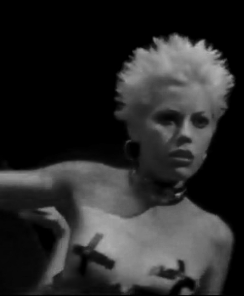 fairuza-balk-nude-fairuza-balk-nude-amish-girls-nudes