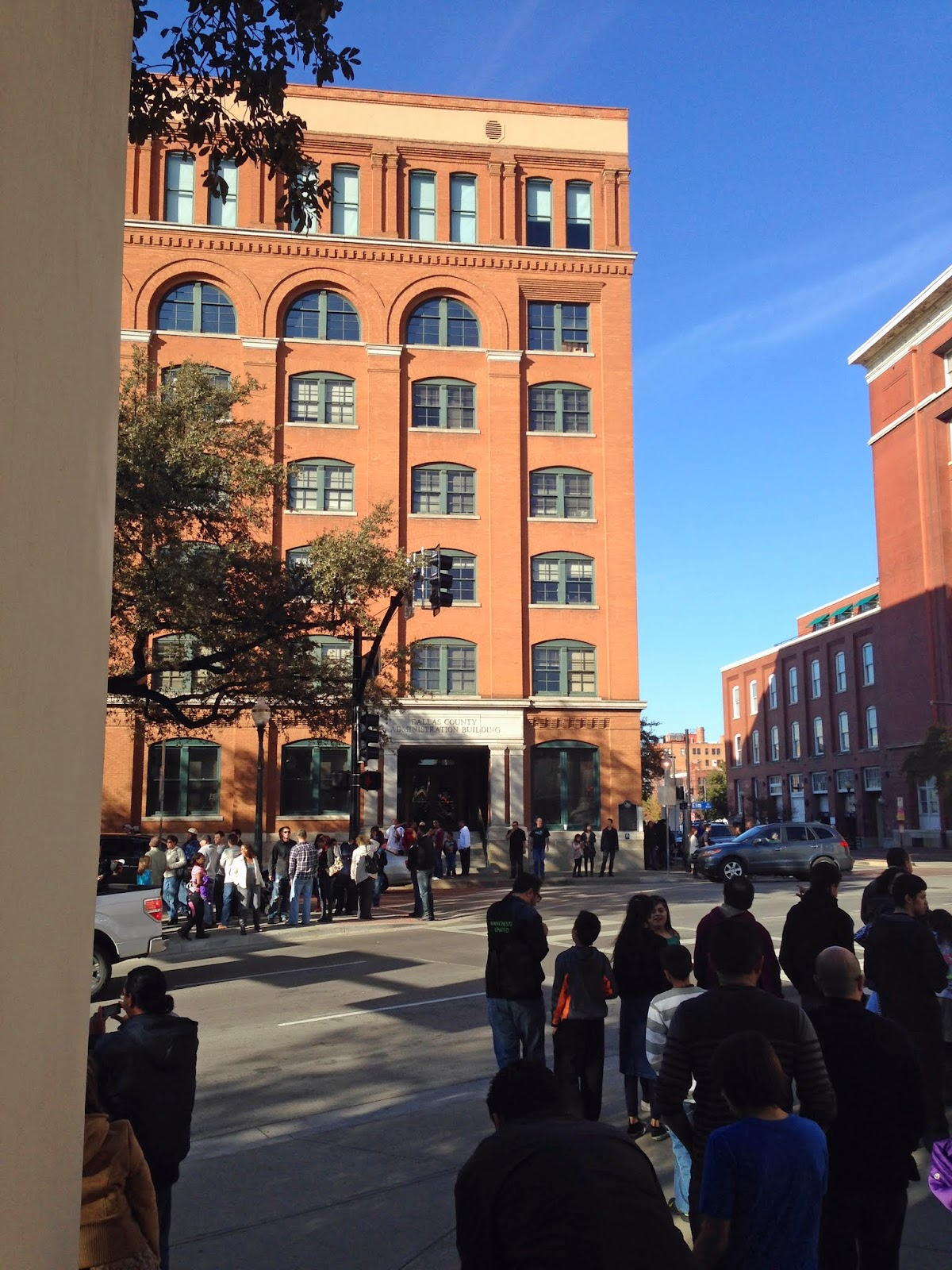 Book Depository   The Leftmost Window On The Sixth Floor Is Where Oswald  Was.