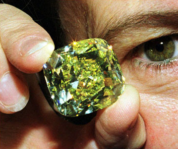 photo of the golden-yellow mouna diamond mona