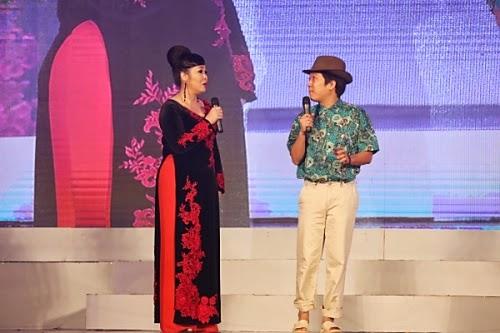Trường Giang và Hồng Vân trong một tiết mục hài kịch có nhắc đến nhiều nghệ sĩ nổi tiếng như Đàm Vĩnh Hưng, Hồ Ngọc Hà...