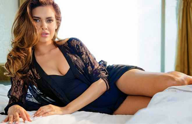 esha gupta hot cleavage pics