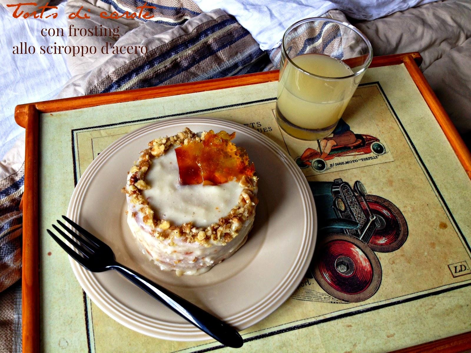 torta di carote con frosting allo sciroppo d'acero