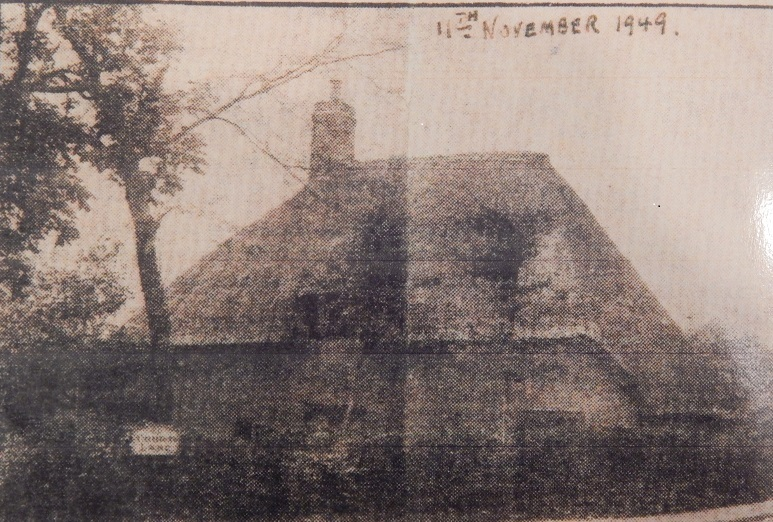 Thatched Cottage that was at the top of Court Lane
