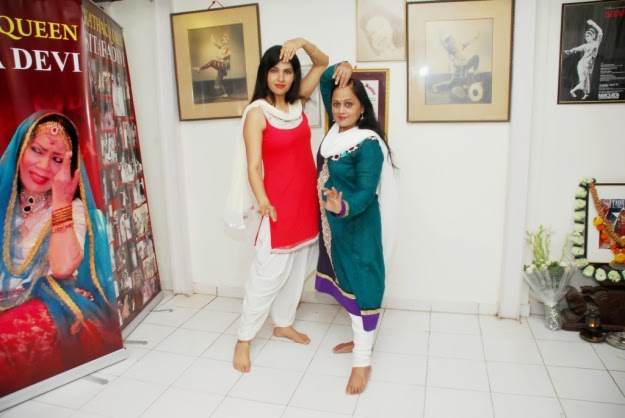 Anjanaa Bhattacharya Rehearsing with Kathak Guru Jayanti Mala Mishra