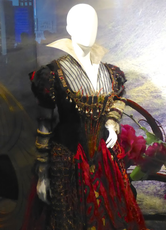 Red Queen costume Alice Through the Looking Glass