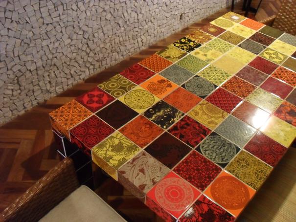 Arqui farofa arquitetura e design mesa de azulejos - Mesas de azulejos ...