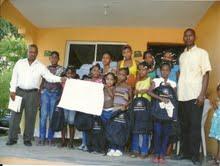 Fundación Pro-Desarrollo de la Niñez  de Hatillo distribuye útiles escolares en SC