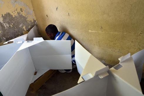L'IMAGE DU JOUR....L'ISOLOIR DU PNUD POUR LES ELECTIONS HAITIENNES