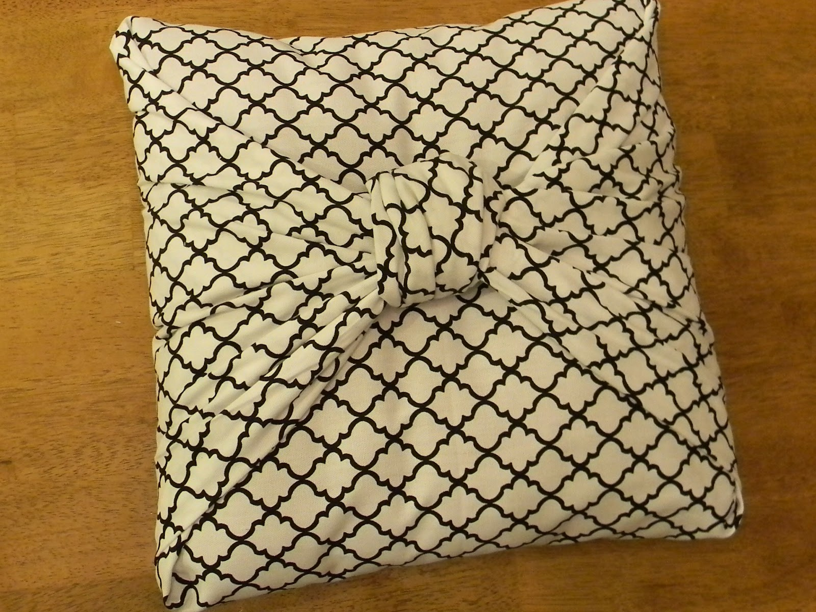 Easy To Make Throw Pillow Covers : Here is another cute bow pillow tutorial from Organize And Decorate Everything. However she ...