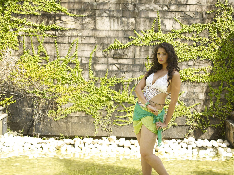 http://2.bp.blogspot.com/-ks59cFJReY4/Tu9sbBgElII/AAAAAAAATTo/_BfpgqKUOOU/s1600/CCL-Hot-Calendar-Photoshoot-CF-016.jpg