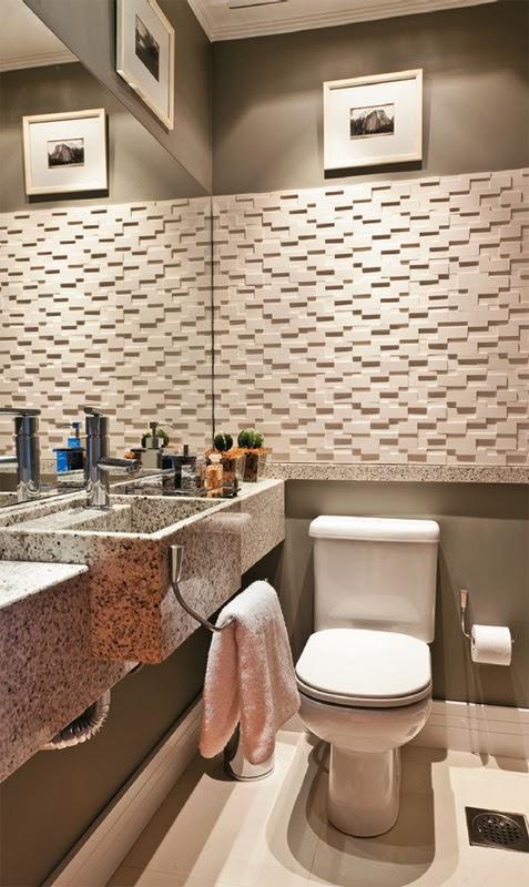 decoracao teto banheiro:Lavabo branco e cinza com cuba de granito e paredes revestidas em 3d