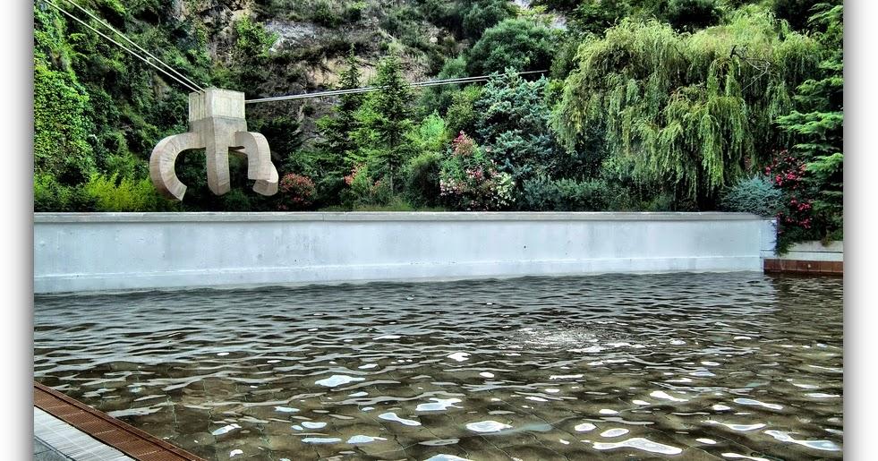 Apu barcelona veodigital un chillida en la piscina for Piscina creueta del coll