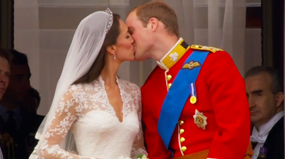 The second kiss of the Duke and Duchess of Cambridge. YouTube 2011.